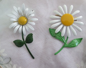 A Set Of 2 Daisy Brooches