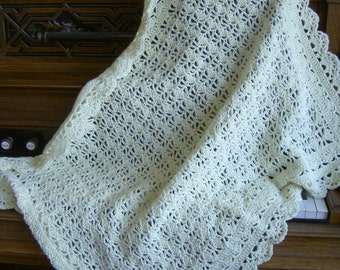 LACY SHELLS Crocheted Baby Blanket / Christening blanket / Crib afghan