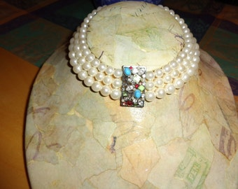 Vintage faux pearl choker with faux stones