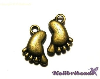 2x Baby Feet Charm 12mm - Antique Gold