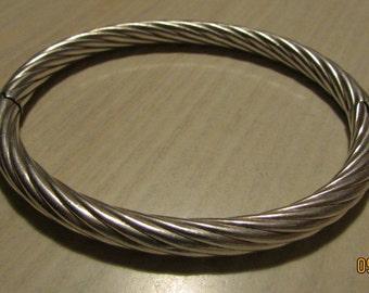 Very Pretty Hinged Sterling Silver Bangle Bracelet
