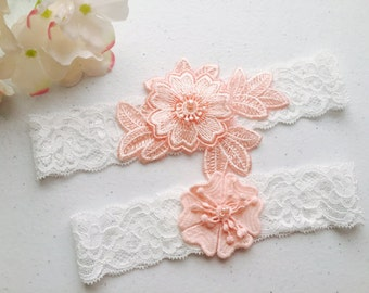 Wedding Garter - White Wedding Garter Set - Tossing Garter - Keepsake Garter - off white lace Bridal Garter