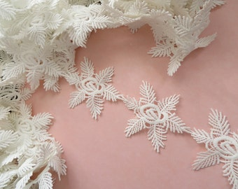 1mt (100cm) of frozen snowflake guipure lace applique trim, off white