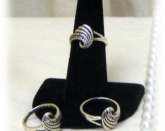 CUTE SILVER Swirl Ring . . size 6 . . Tibetin Silver    (Ladies Ring)