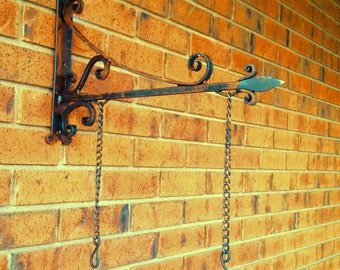 Old English style - Pub Sign Bracket with chains