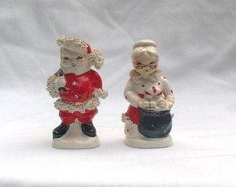 Napco AX920 Santa and Mrs Claus Salt & Pepper Shakers Christmas