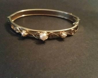 Vintage Gold Pearl Bracelet Costume Jewelry