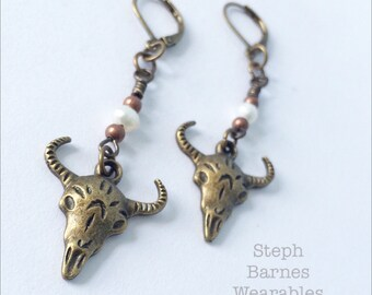 Steer skull earrings in bronze with freshwater pearl detail
