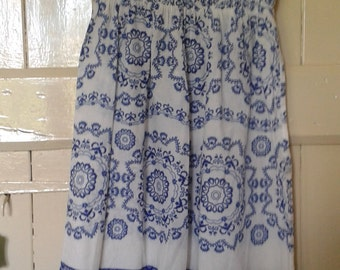 White with Blue Pattern Stapless Tunic Size Small