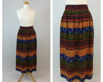 80s midi skirt. ESSAY. Patterned skirt with pockets. Size M - L.