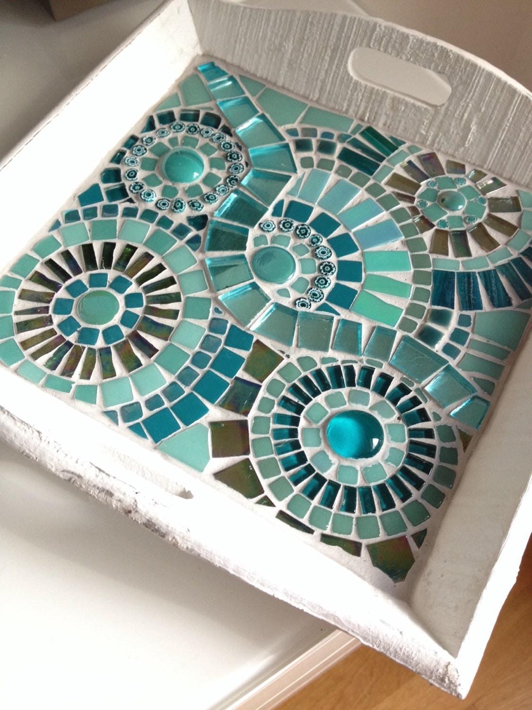Bandeja de mosaico blanco decoraci n con mosaico de vidrio for Decoracion de espejos paso a paso