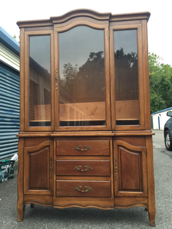vintage drexel french provincial china hutch cabinet. Black Bedroom Furniture Sets. Home Design Ideas