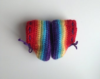 Crochet rainbow booties in merino wool. Organic baby booties. Baby shoes age 0 - 3 months.