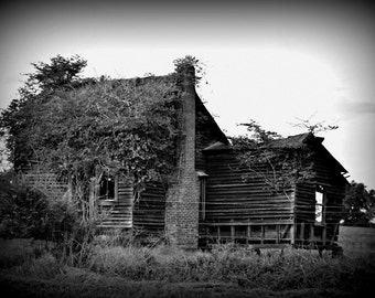 Instant Download Old House Picture - Wallpaper or Background - Printable