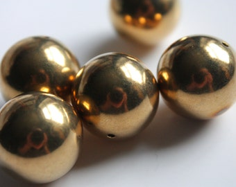 large 17mm round brass coloured beads. bronze / gold coloured beads. metal effect beads
