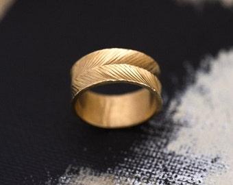 Vintage Feathered 18K Gold Wedding Ring