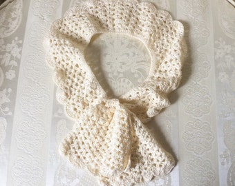 Vintage Hand-Crocheted Ladies' Formal Collar with Button Detail