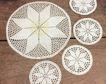Vintage centrepiece doily with four matching coasters