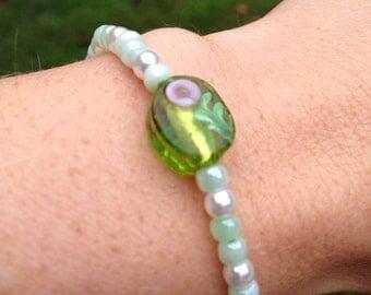 Green floral beaded bracelet