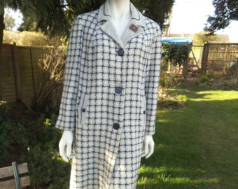 Original and Gorgeously Warm Vintage 1950s/1960 Ladies Winter Coat