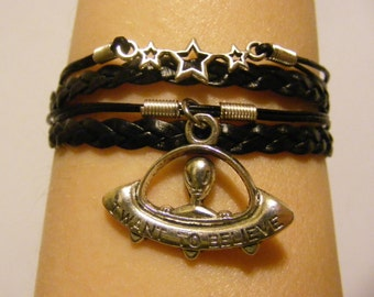Alien Bracelet, Alien Charm Bracelet, UFO Bracelet, UFO Charm Bracelet, I Want To Believe Bracelet, Stars Bracelet, Sci-fi Bracelet