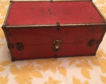 Vintage Red Doll Case - so cool!!!