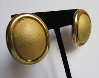 Vintage earring- Gold oval stud earrings- 90s Jewelry