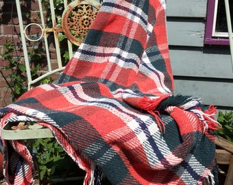 Retro Plaid * reds and Greens/white/Vintage/80 's/Tartan pattern/old fashioned/Folklore/Picnic dress/Doily