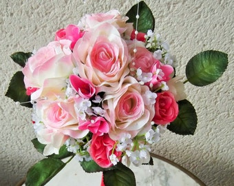 Bouquet of romantic eternal marriage, roses, freesias, gypsophila, pearls... offered matching buttonhole