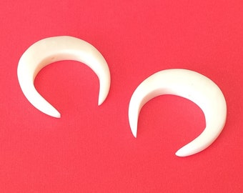 2 Double horn pendants, bone crescent pendant, white bone pendant-2pc