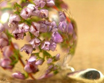 Heather Pendant, Pink Flower, Natural Heather Necklace, Heather Jewelry, Resin Flower Pendant, Silver Pendant, Sphere 2.5 cm, Witchout Chain