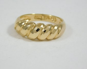 "Ladies 14 KT Yellow Gold Ring ""Wavy"" Design"