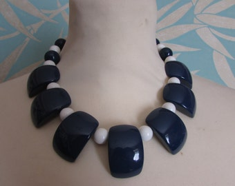 1960s large blue and contrast white bead collar necklace