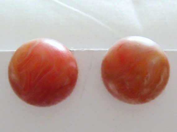 vintage peach marbled resin domed earrings, kitsch ball clip on earrings, retro costume jewellery