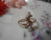 Vintage Sterling Silver Cartoon Mouse Character MICKEY MOUSE Ring Running the Rat Race measuring a Size 8 in Excellent Condition