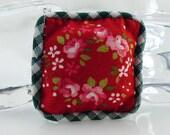 Miniature Red Green Decorator Pillow Dollhouse Fairy Garden 1:12 Scale Shadow Box Fabric Handmade Dollhouse Accessory Floral Décor Christmas