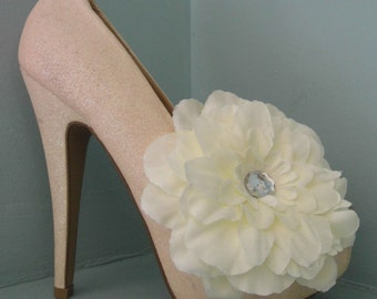 Beautiful Deeree Large Ivory Flower Shoe Clips with Diamante Style Centre