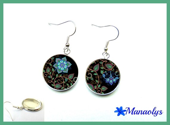Flowers and leaves, glass cabochons earrings