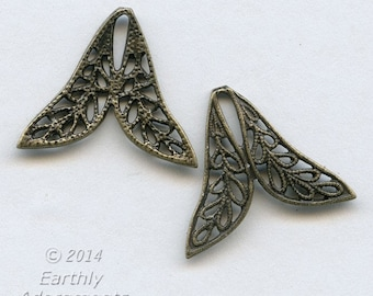 Oxidized brass filigree two petal connector. 17x20mm. Package of 6. b9-2351(e)