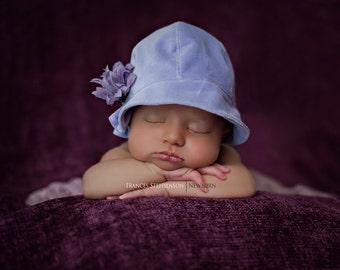 Newborn cloche hat photo prop, lilac.