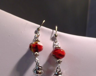 Witch caulden and glass bead / Halloween earrings