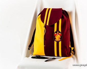 Harry Potter School Backpack / Daypack With Stripes On The Flap - Slytherin, Gryffindor, Ravenclaw, Hufflepuff
