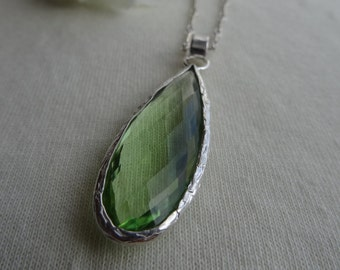 Long silver necklace with green hydro-Amethyst