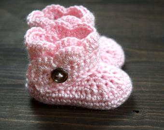 crochet baby girl booties // newborn
