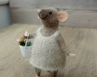Woolen mouse ,Mouse with a Flowers , Miniature animal , Eco-Friendly , Needle felted animal , birthday gift