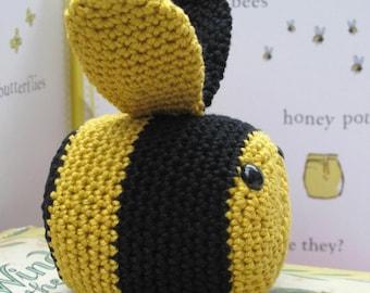 Bee Crochet Kit - Learn to crochet - Susie Bee paperweight