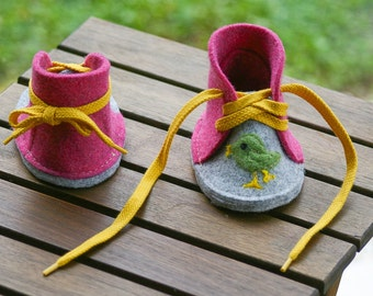 Felt Baby Booties, Cutte Little Bird, Girl Toddler Shoes, Birds in Love, Grey Pink Baby Shoes, Yellow Shoelace Slippers, Baby Booty, Moccs