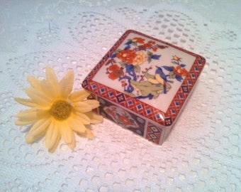 Vintage Imari Ware Trinket Box, Japanese Porcelain, Jewelry Box, Vanity Box, Floral Design