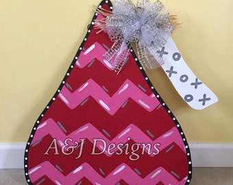 Door Hanger - Wood Cut Out - Heart. Hershey Kiss. Valentine's Day. This adorable Hershey Kiss can be changed to better meet your style!