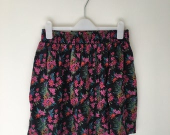 90's Floral skirt.